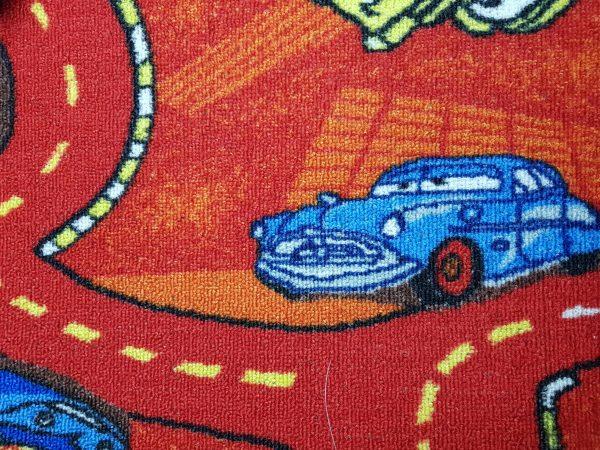 שטיח מקיר לקיר לחדרי ילדים ולגני ילדים מכוניות אדום