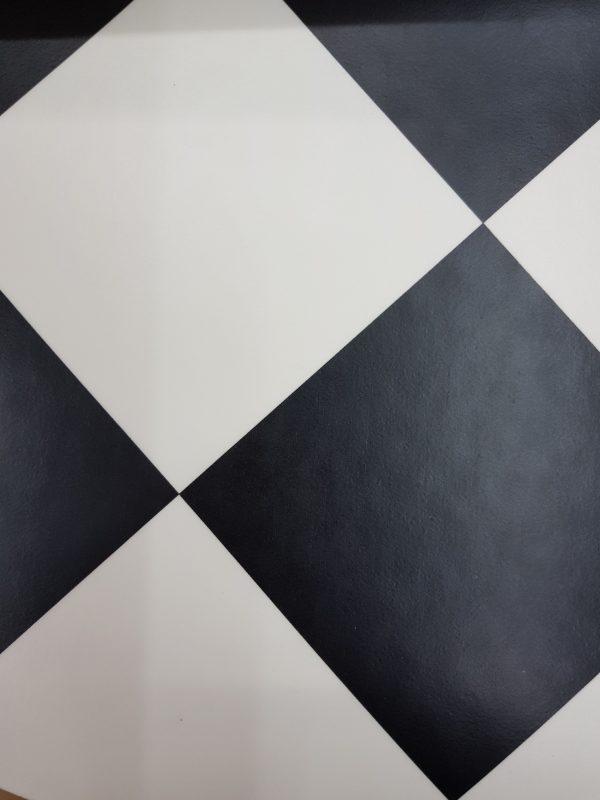 פי וי סי וינטאז' משובץ שחור לבן